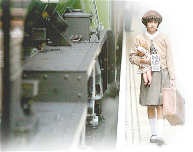 他用8列火车从纳粹手下救出了669个孩子,几十年后……